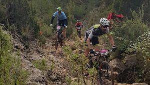 Los bikers José Pérez y Carla Fernández se imponen en la VI Serranía Predators de Santa Cruz de Moya