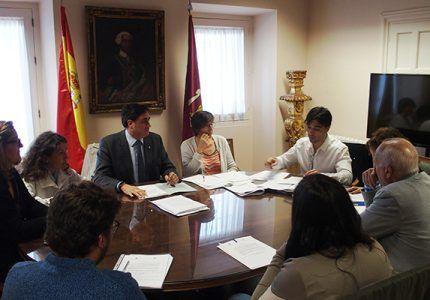 Más de doscientos estudiantes de 12 colegios de Cuenca se benefician del programa 'Cuenta Conmigo para Estudiar'