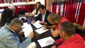 Mariscal informa a la Asociación de Vecinos del Cerro de la Horca sobre la instalación de mobiliario urbano
