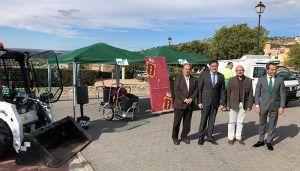 Mariscal presenta 2 nuevos vehículos especiales, contenedores y utensilios de limpieza por importe de 225.000 euros
