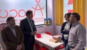 Mariscal visita la nueva sede de la Asociación Provincial de Autismo (APACU)