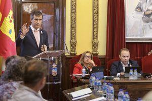 Román anuncia que el Ayuntamiento ofrecerá ayudas para sufragar los gastos de las escuelas infantiles