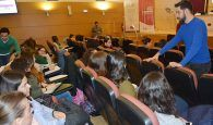 Alumnos de la Facultad de Educación de Ciudad Real aprenden herramientas para enseñar programación a los niños en el aula