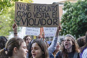 Amnistía Internacional sale a la calle en Guadalajara con la campaña #Nomáspiedras en la lucha contra la violencia sexual en España