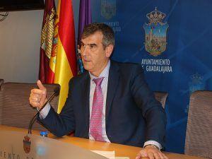 Antonio Román pide a la Junta soluciones para el Fuerte, el desdoblamiento de la carretera de Fontanar y el acceso al Hospital