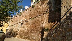 """Cs Cuenca asegura que no existen informes técnicos que garanticen """"que no habrá desprendimientos en el muro del Jardín de los Poetas"""", tal y como afirmó Mariscal"""