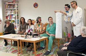 El Área Integrada de Guadalajara valora la labor desinteresada que realizan los Payapeutas, que cumplen diez años llevando sonrisas al Hospital