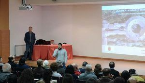 El arquitecto Juan de Dios explica en Brihuega el proceso de recuperación de las cubiertas de la Real Fábrica de Paños