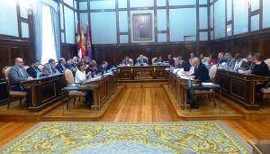 El Pleno de la Diputación de Guadalajara aprueba una propuesta para mostrar el apoyo y reivindicar la vigencia de la Constitución, que el PSOE no apoya