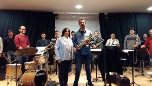 Esther Martínez asiste en la Escuela Municipal de Música al primer ensayo de la Asociación 'Patrimonio Musical'