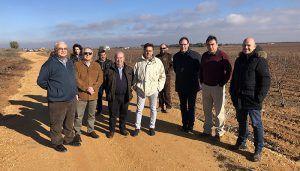 Junta y Diputación de Cuenca recepcionan las obras de mejora de siete caminos en Mota del Cuervo, Santa María de los Llanos y El Pedernoso