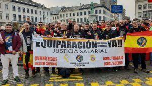 Jusapol, con presencia conquense, se concentra ante el Parlamento Europeo para reivindicar la equiparación salarial