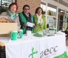 La cuestación contra el cáncer de la Asociación de Mujeres de Cabanillas logra vender 200 décimos de lotería y más de 500 flores dulces