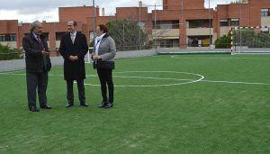 La Junta renueva las pistas deportivas de los colegios Río Henares y El Balconcillo con una inversión de 53.000 euros