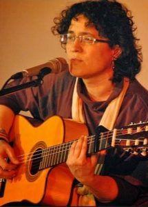 La palabra hablada y cantada se dan la mano en la primera jornada de Poesía para náufragos