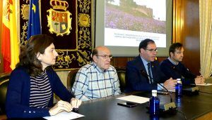 La rehabilitación del castillo de Villarejo de Fuentes permite descubrir una placa de bronce probablemente románica