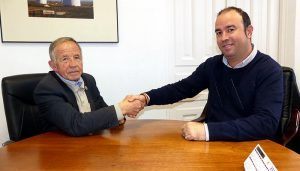 Pinar felicita a Manuel Navarro por su última medalla de bronce en el XXIII Campeonato Mundial de Atletismo de Veteranos 2018
