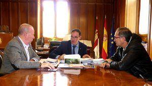 Prieto muestra la voluntad de la Diputación de apoyar a la Delegación de Cuenca de la Federación de Fútbol de C-LM en la formación de árbitros