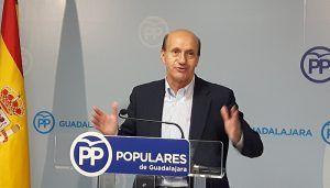 Sánchez-Seco destaca el trabajo y la generosidad de Cospedal e invita a la ministra de Justicia a tomar ejemplo