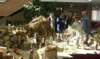 Latre inaugura el Belén del Centro San José resaltando la gran tradición belenista en Guadalajara