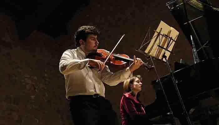 Un brillante concierto de piano, y de viola con piano, cierra el año musical de Bell´Arte Europa en Sigüenza