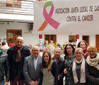 El subdelegado del Gobierno en Cuenca inaugura el mercadillo solidario de la Junta Local Contra el Cáncer de Casasimarro
