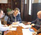 Firmado el acuerdo de colaboración entre el Ayuntamiento de Guadalajara y las federaciones de comercio para el canje de cheques regalo de la campaña navideña