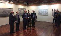 José Manuel Latre inaugura las exposiciones con los trabajos de los Premios Provincia de Dibujo y Fotografía