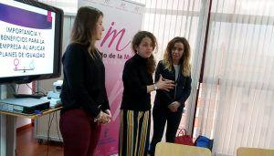Junta y AJE Castilla-La Mancha desarrollan un taller sobre los beneficios que conllevan los planes de igualdad a las empresas