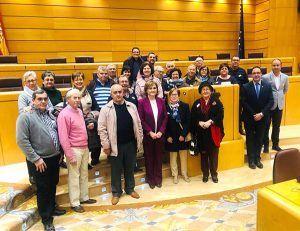 Prieto y Martínez enseñan el Senado a vecinos de Casasimarro