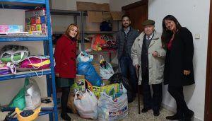 """Silvia García """"Cada año son más los azudenses que participan en esta campaña de recogida de juguetes y alimentos y que dejan constancia de que Azuqueca es solidaria"""""""