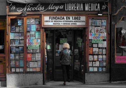 Cierra la librería médica de Nicolás Moya, germen de la Casa de Guadalajara en Madrid