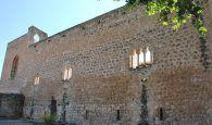 Corrigiendo folletos y prensa el castillo de Brihuega se llama de piedra bermeja