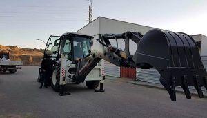 El Ayuntamiento de Huete adquiere una una máquina retroexcavadora