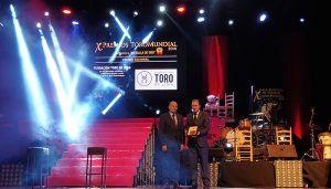 El presidente de la Diputación de Guadalajara entrega el Premio Medalla de Oro a la Fundación Toro de Lidia en la Gala Toromundial
