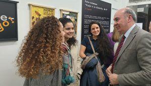 El presidente de la Diputación de Guadalajara visita en Madrid la exposición «Madrid, Viaje a la Alcarria km 0»