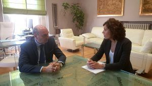 José Manuel Latre traslada su apoyo y colaboración a la directora del Centro Asociado de la UNED