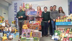 NNGG recoge 3.600 kilos de alimentos y 400 juguetes para los más necesitados, a través de la campaña 'Populares solidarios'
