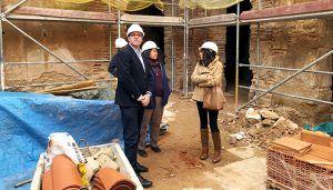 Prieto comprueba el buen desarrollo de la rehabilitación del antiguo Convento de Clarisas de Villanueva de la Jara