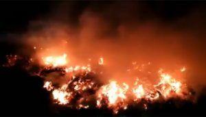 Un incendio calcina una parcela cercana al punto limpio de Cabanillas pero respeta los materiales y residuos depositados en él