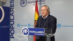 """Aguirre advierte de que Page tiene que frenar con sus votos los """"privilegios exclusivos"""" para Cataluña y la traición de Sánchez a España"""