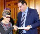 Diputación de Cuenca ermitirá a una escritora sordociega de Jábaga cumplir su gran sueño ver publicado su primer libro