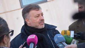 Dolz se compromete a instalar puntos de recarga para impulsar el uso del coche eléctrico en Cuenca