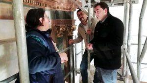 Doménech muestra su satisfacción por el buen ritmo de la restauración del retablo de Portalrubio de Guadamejud