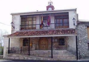 El Ayuntamiento de Villanueva de Alcorón denuncia el futuro cierre de la farmacia y reclama al Gobierno de Page medidas inmediatas para evitarlo