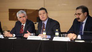 García-Page participa en una conferencia de prensa con alumnos de Periodismo