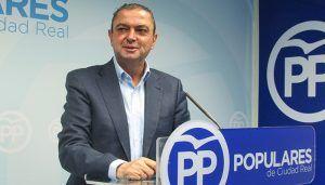 Martín-Toledano asegura que los intereses personales de Page y Sánchez no coinciden y que abren una brecha en el PSOE