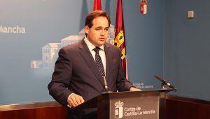 Núñez propone a Page que ponga a disposición los diputados nacionales del PSOE en el Congreso para presentar una mocion de censura contra Pedro Sánchez