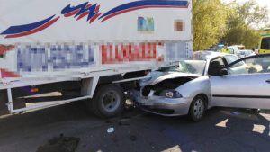 Dos heridos en una aparatosa colisión entre un coche y un camión en Tarancón