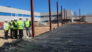 El alumnado del colegio Parque de La Muñeca de Guadalajara decidirá el acabado exterior que tendrá el gimnasio